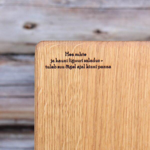 Tammepuidust lõikelaud sõnumiga Loko